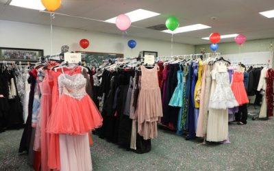 華人社區愛心匯聚 上千禮服助少女參加畢業舞會