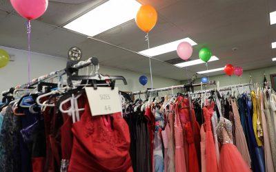 華人社區愛心齊聚 禮服捐贈助少女參加舞會